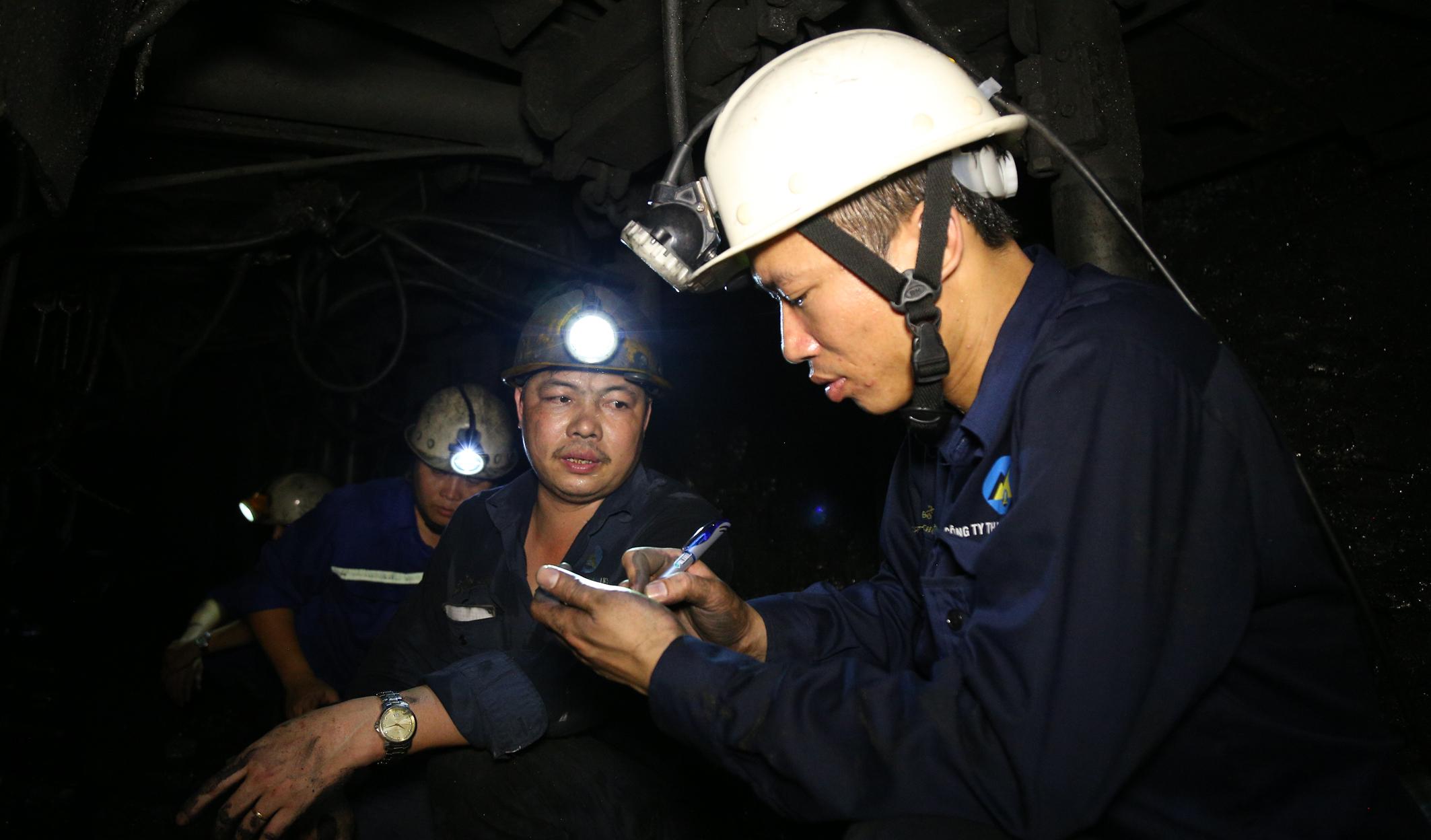 Công đoàn Công ty kiểm tra thực tế tại hiện trường sản xuất một số diện khó khăn (1)
